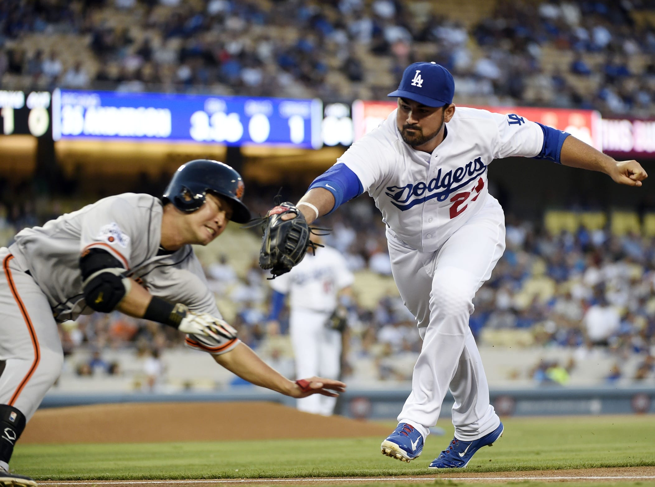 Dodgers News: Adrian Gonzalez Named Finalist For 2015 Gold Glove Award