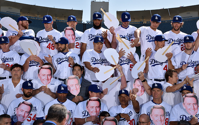 Dodgers Video: Team Photo Day Used To Honor Vin Scully