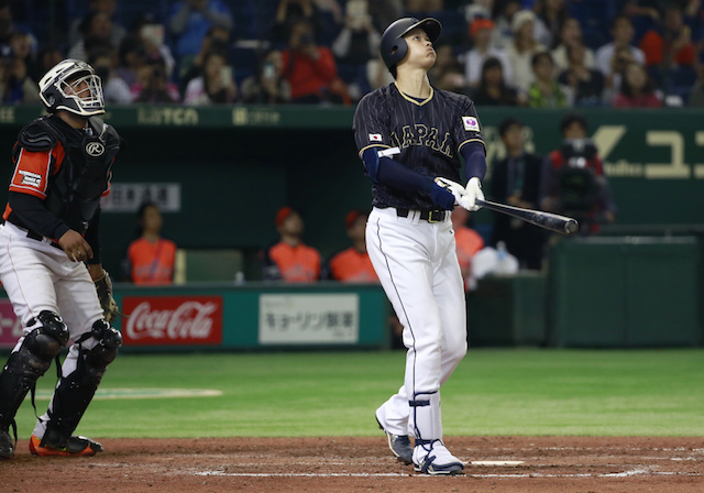 finest selection 2b356 6a4ae Dodgers News: Adrian Gonzalez Signs Jersey For Japanese Star ...