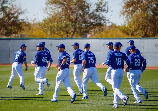 89c98abd4cc5a Dodgers Spring Training Video  Pitchers And Catchers Hold First Official  Workout Of 2017