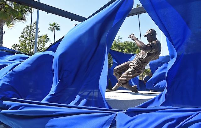 Jackie-robinson-statue