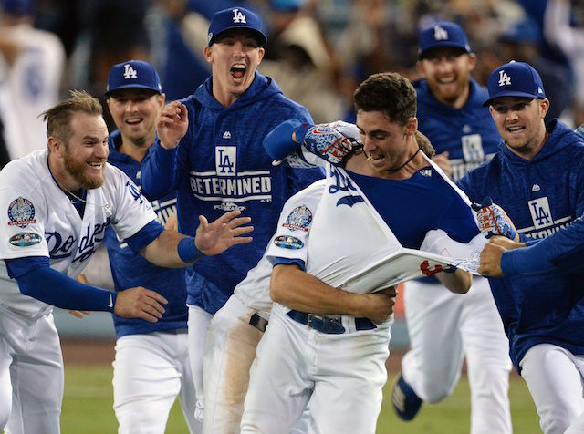 Cody-bellinger-walker-buehler-kyle-farmer-max-muncy-alex-wood-dodgers-walk-off-2018-nlcs-640x476