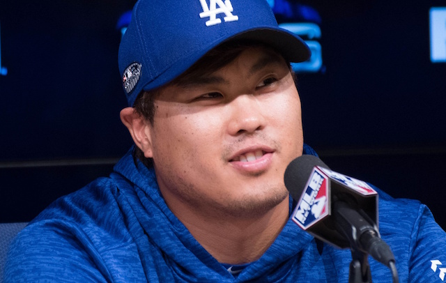 Ryu silences Braves; Dodgers blast three homers