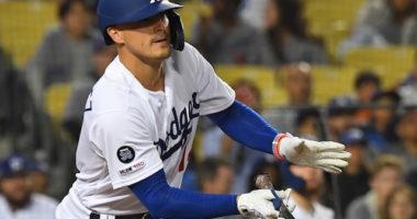 Los Angeles Dodgers second baseman Kiké Hernandez hits an RBI single against the New York Mets