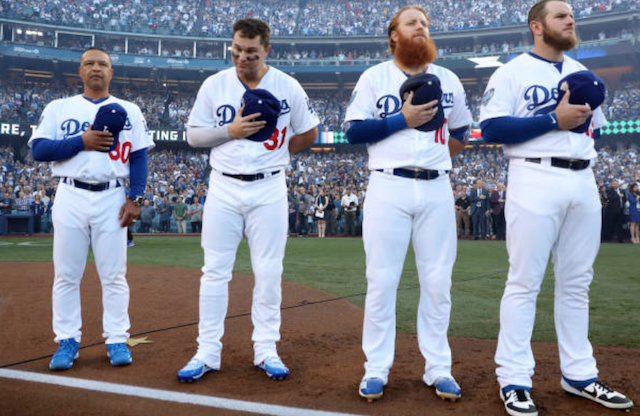 Los Angeles Dodgers manger Dave Roberts on the field with Max Muncy, Joc Pederson and Justin Turner before a 2018 World Series game