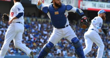 Los Angeles Dodgers Russell Martin, Hyun-Jin Ryu and Justin Turner play a sacrifice bunt