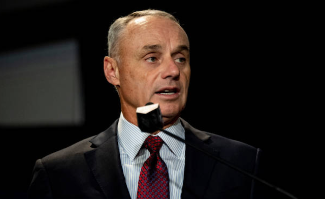 MLB commissioner Rob Manfred speaks at the 2019 Winter Meetings
