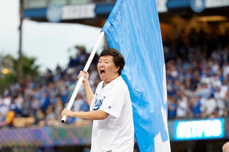Ken Jeong, Dodgers flag, 2017 World Series