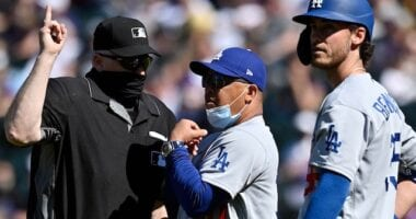 Cody Bellinger, Dave Roberts, umpire, 2021 Opening Day
