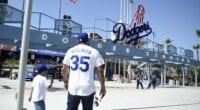 Dodger Stadium entrance, Dodgers fans