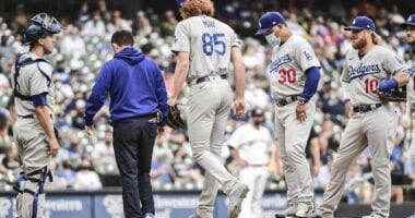 Austin Barnes, Dustin May, Dave Roberts, Justin Turner, Dodgers trainer